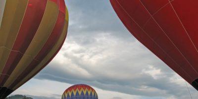 Loty balonem, czyli kolory tęczy na niebie